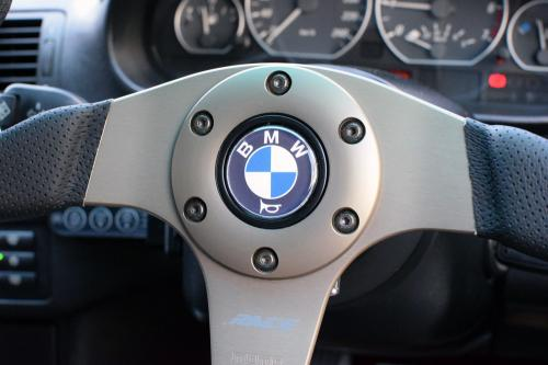 BMW E46 328ci ステアリングホイール MOMO RACE 350mm