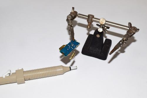 USBカーチャージャーの電極を外す
