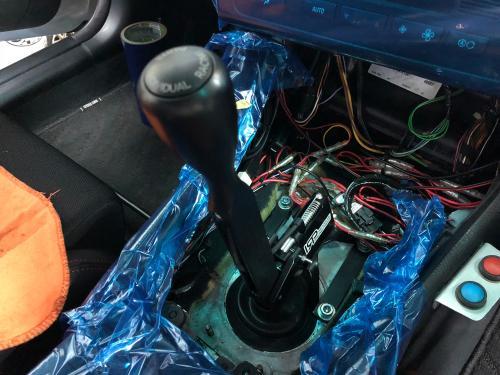 BMW E46 328ciへIRPシフターを装備中