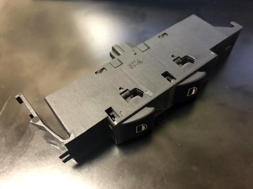 BMW E46 ウィンドウスイッチの分解洗浄