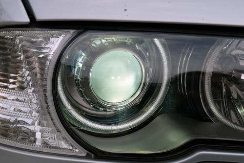 BMW E46 HIDバルブ交換