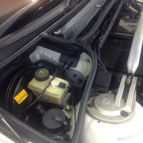 BMW E46 エンジンフードシーリング